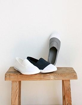 b. sneakers - 3c