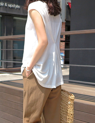 Back waist point sleeveless tee