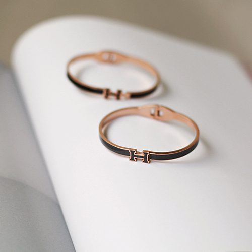 small H bracelet